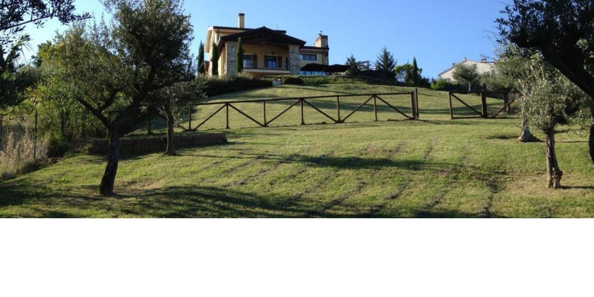Cailungo: prestigiosa villa con stupenda vista e privacy assoluta