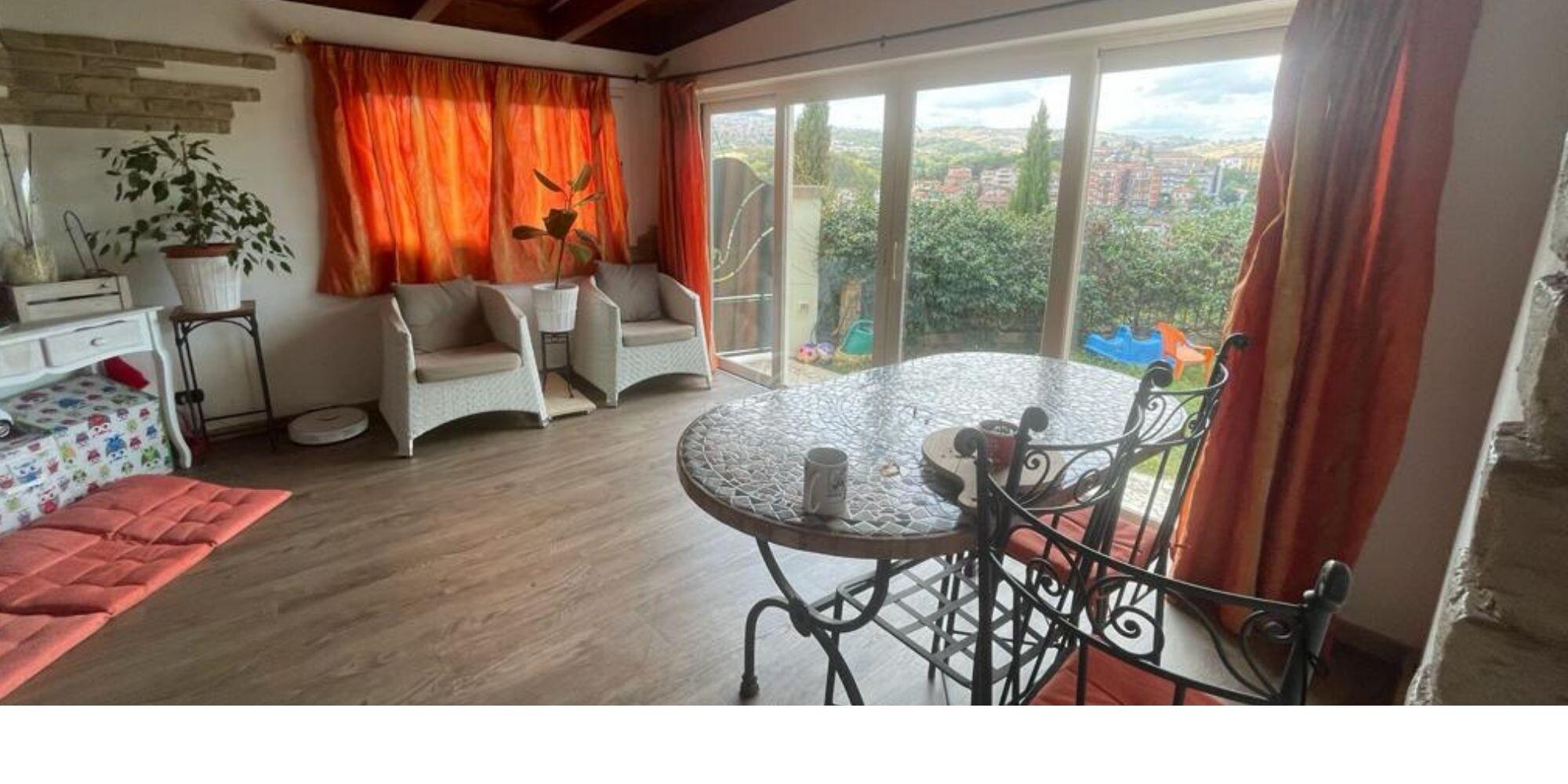 Serravalle: ampio appartamento con giardino, in zona tranquilla ma centrale.